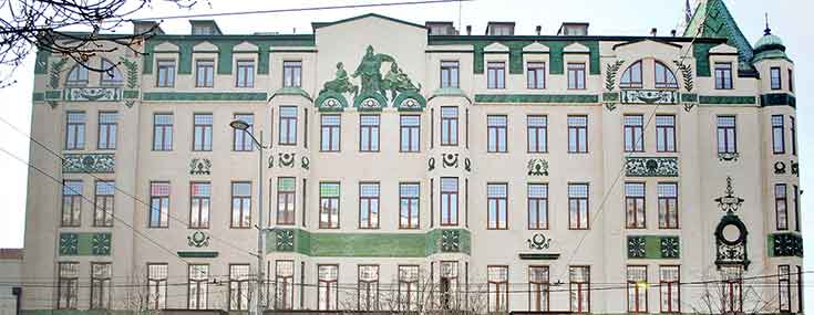 The Moskva Hotel, 1908 is considered to be one of the first Secession buildings in Serbia. It was designed by Pavel Karlovič Bergštreser and supervised by the architect Jovan Ilkić. Photo: Majda Sikošek