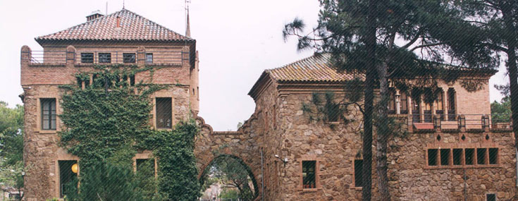 School and teacher's house of Colonia Güell (© Consorci Colònia Güell)